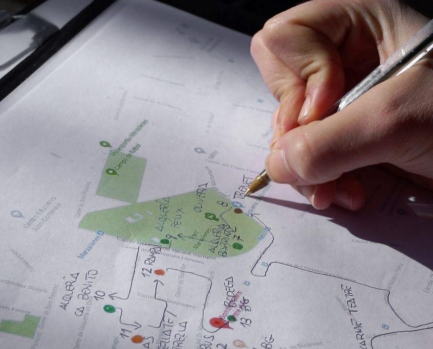 mano-mapa-deriva